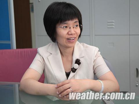 中国气象局台风与海洋气象预报中心高级工程师张玲(关禺 摄)