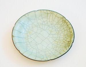 宋代哥窑青釉葵瓣口盘正面