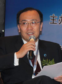 第一创业期货总经理吴建华主持圆桌讨论
