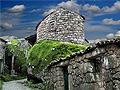 岩石间神奇的迷人村落