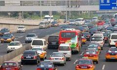 北京回龙观内整改26辆不合格校车