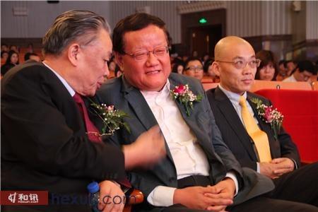 图文:保育钧与刘长乐及刘坚合影