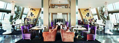 欧尔巴餐厅设计充分运用扑克脸元素,现代气息跃动人心