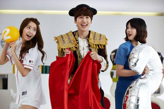 Junior成员圭贤 少女时代成员润娥及f x 成员Sulli代言拍摄电信广告图片