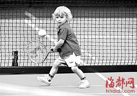 网球外国儿童图片