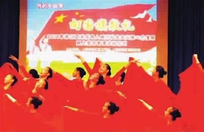 徐汇区启动中小学生向国旗敬礼签名寄语活动图片