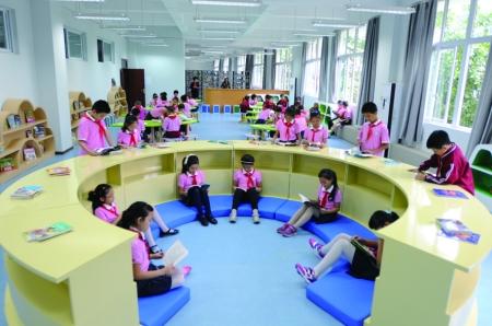 龙山小学图书阅览室