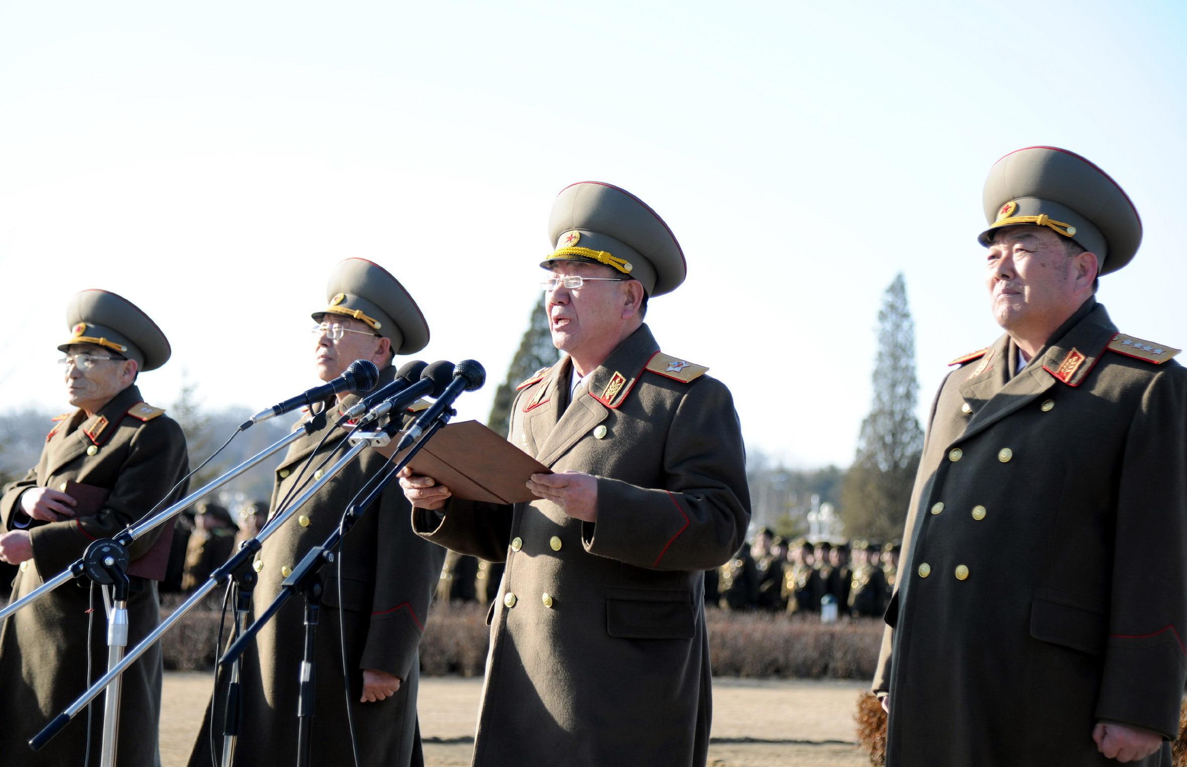 朝鲜人民军空军_朝鲜人民军陆军,海军,航空与防空军,战略军官兵13日在平壤锦绣山