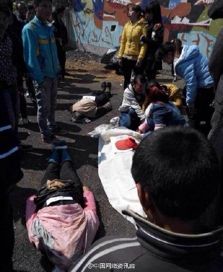 贵州兴仁货车侧翻致11死19伤图片