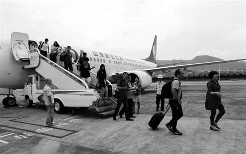 武夷山—济南航线航班降落武夷山机场